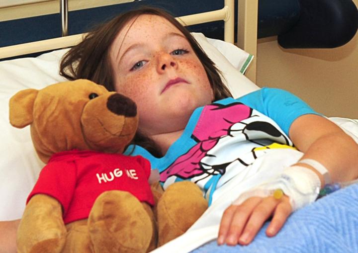 sick_girl_with_teddy