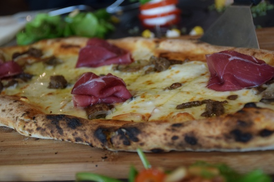 Half meter chef special pizza (with bresaola and truffle oil)